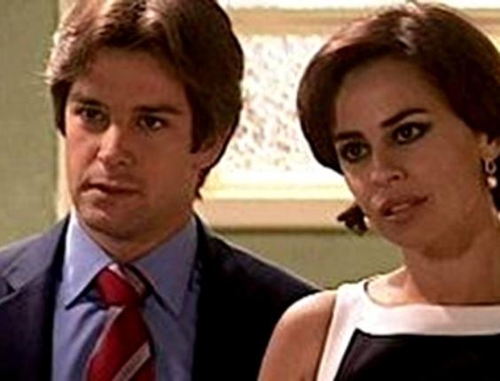 """Em """"O Clone"""", para tentar esquecer Jade (Giovanna Antonelli), Lucas (Murilo Benício) se casa com Maisa (Daniela Escobar)"""