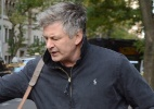 Alec Baldwin tem outro ataque de fúria contra paparazzi - Grosby Group
