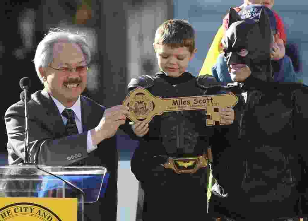 15.nov.2013 - Garoto vive Batman por um dia em San Francisco - Robert Galbraith/Reuters