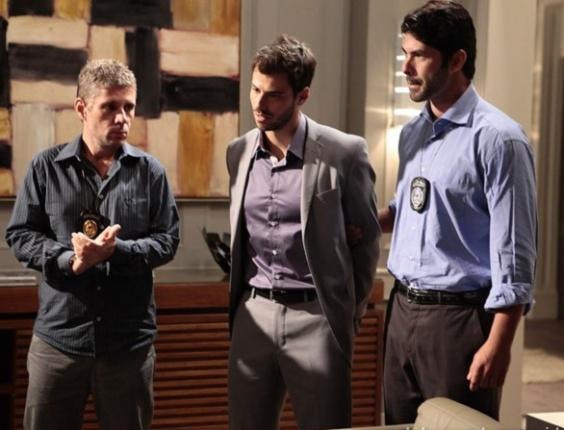 """Em """"Amor à Vida"""", Anjinho é preso por roubo e deixa Félix arrasado"""