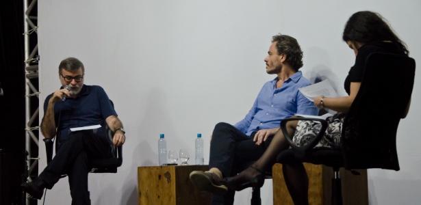 O escritor Lira Neto lê manifesto anticensura no final do Festival Internacional de Biografias, em Fortaleza - Henrique Cardozo/Divulgação