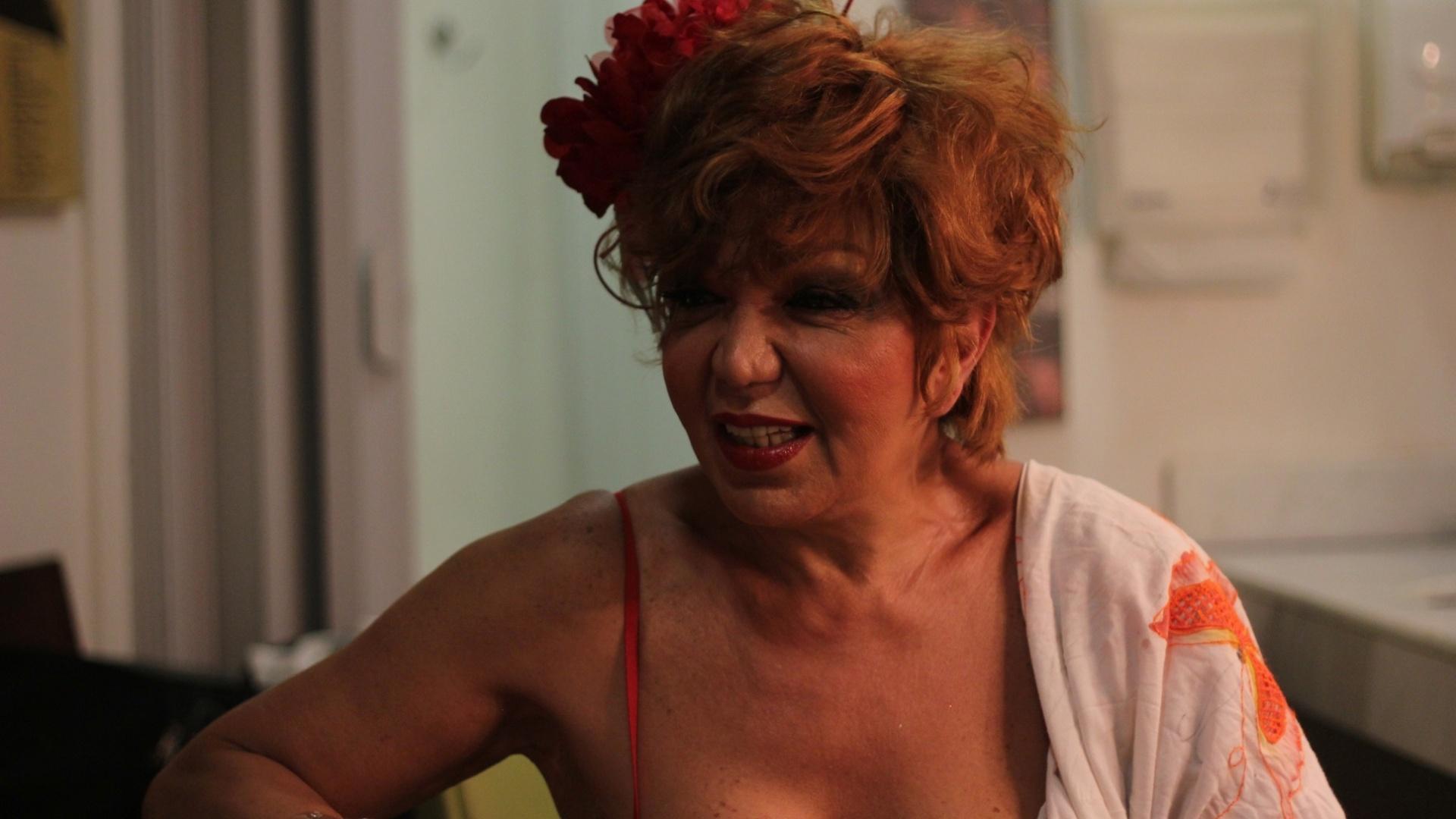 18.nov.2013 - A travesti Eloína, uma das estrelas do show