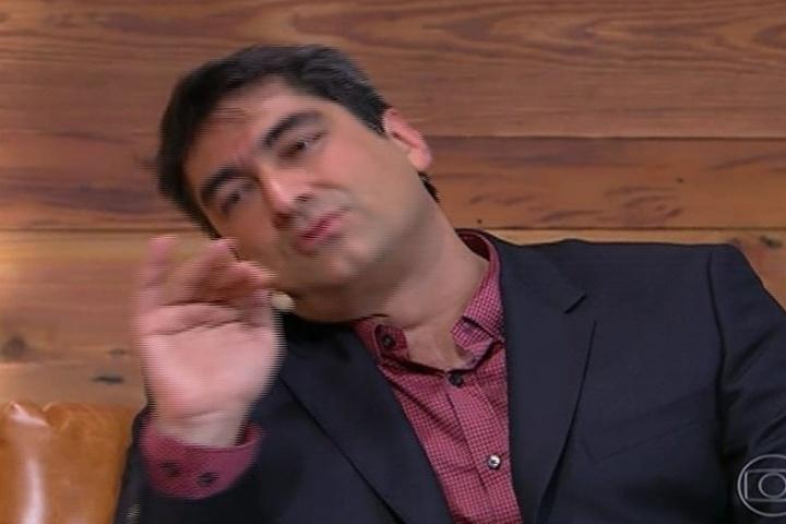 """18.nov.2013 -  Zeca Camargo se diverte ao entrevistar a atriz Susana Vieira na estreia do """"Vídeo Show"""""""