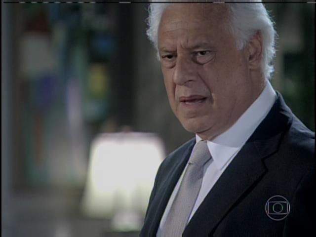 César diz que Félix roubou a filha de Paloma