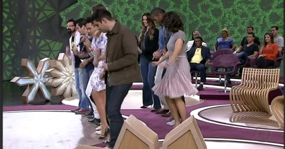 """Com a orientação dos cantores João Lucas e Marcelo, Fátima Bernardes e seus convidados aprenderam a dançar """"Tchu Tcha"""" no """"Encontro"""" exibido no dia 26 de julho de 2012"""