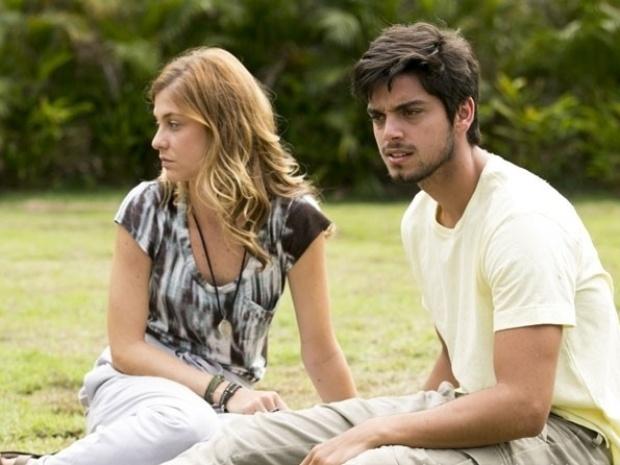 """Em """"Além do Horizonte"""", Assis pergunta se Marlon e Paulinha estão prontos para entrar na comunidade"""