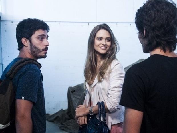 """Em """"Além do Horizonte"""", Rafa flagra conversa de William e Lili antes de reunião do Grupo"""