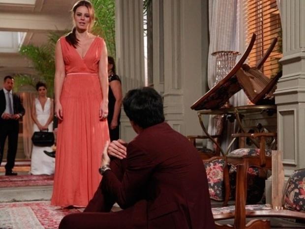 """Em """"Amor à Vida"""", Félix fica sem apoio de ninguém após revelação de crime"""