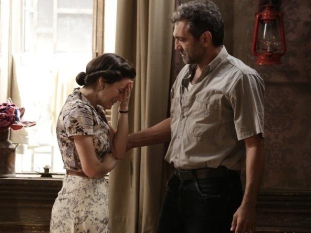"""Em """"Joia Rara"""", após mais uma armação de Ernest, Amélia se separa da filha"""