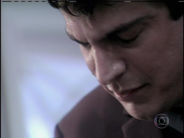 Félix diz a César que nem quando se casou com Edith e teve um filho foi capaz de conseguir o seu amor