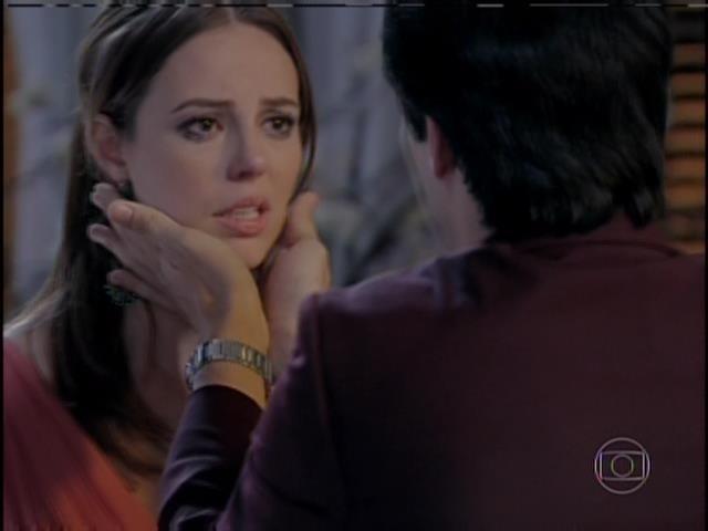 Félix garante a Paloma que ele não tem nada a ver com o sumiço de Paulinha