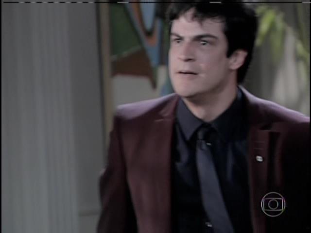 Félix quebra cadeiras e diz que sempre odiou Paloma