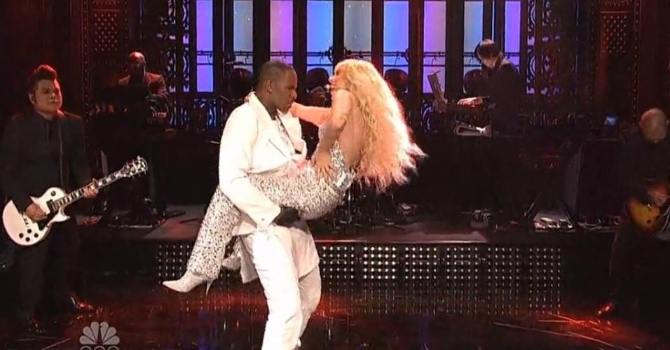 Gaga se apresenta com R. Kelly no