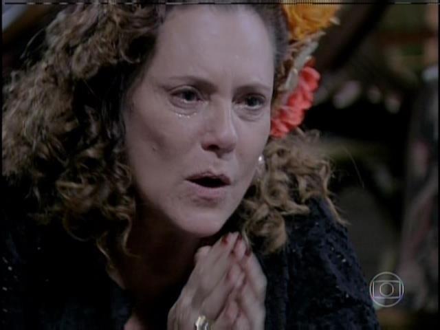 """Márcia chama Félix de """"meu menininho"""" e o consola"""