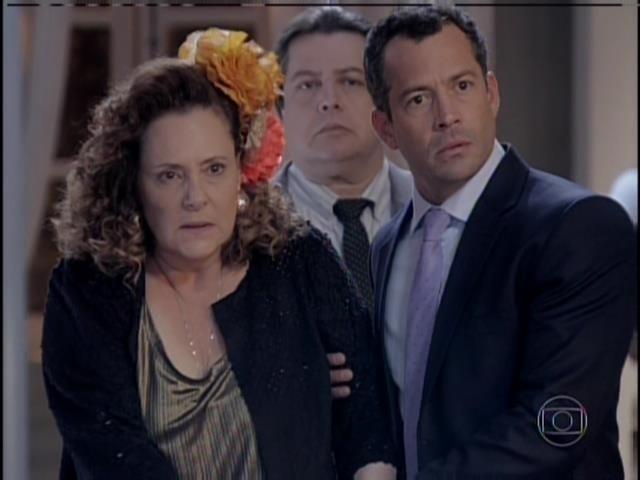 Márcia diz que não foi Félix quem ela viu no bar no dia do nascimento de Paulinha