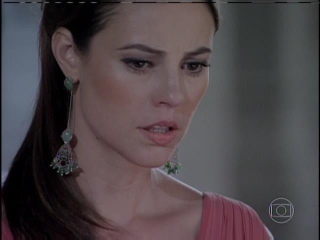 Paloma chora ao ouvir sobre a verdadeira história do desaparecimento de Paulinha
