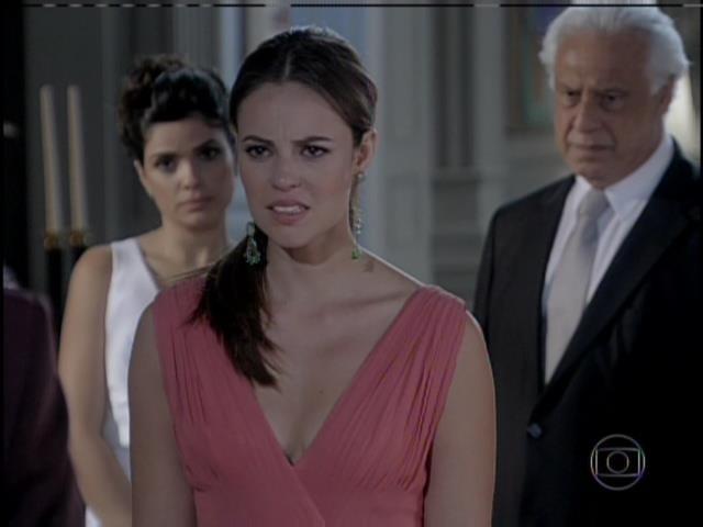 Paloma não acredita ao ouvir que foi Félix quem roubou sua filha