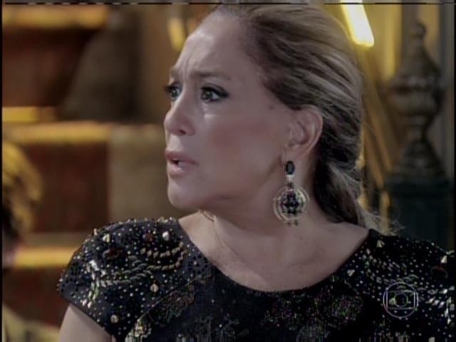 Pilar não entende as acusações feitas por César