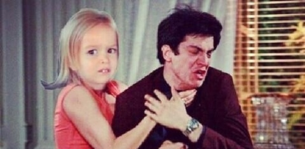 """Em outra montagem, Félix é enforcado por uma criança: """"Tudo que ele queria era ir pra Disney e ela não entendeu nada, diz a legenda"""