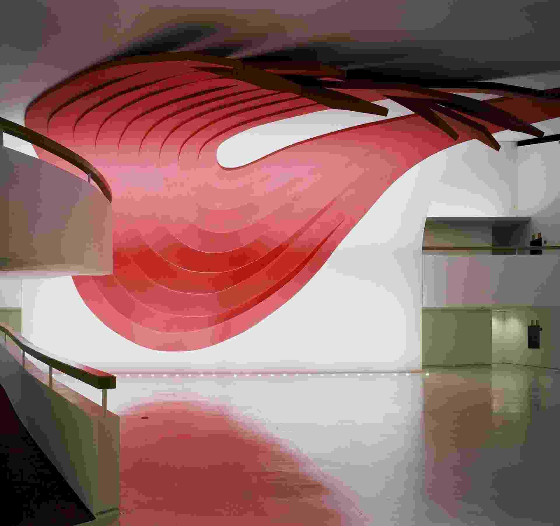 Obra de Tomie Ohtake no Auditório Ibirapuera, em São Paulo (2004) - Reprodução