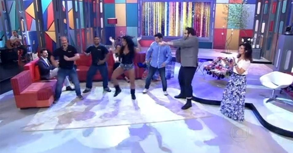 """No """"Encontro"""" do dia 10 de setembro de 2013, Fátima até quis dançar, mas ficou só nas palmas ao ver a dançarina Carla Moreno ensinar twerk a Lair Rennó e Fernando Ceylão. """"Hoje eu fiquei só na palma"""", disse a apresentadora ao observar a aula de dança"""