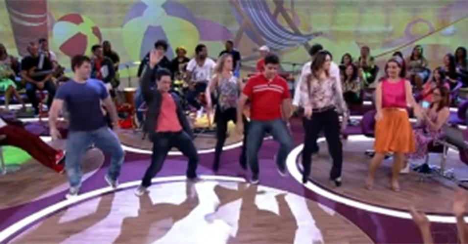 """No """"Encontro"""" do dia 20 de dezembro de 2012, a coreógrafa Fabiana Schunk ensinou todos os passos do hit """"Largadinho"""", da cantora Cláudia Leitte. Fátima não perdeu tempo e se juntou à professora para aprender a coreografia"""