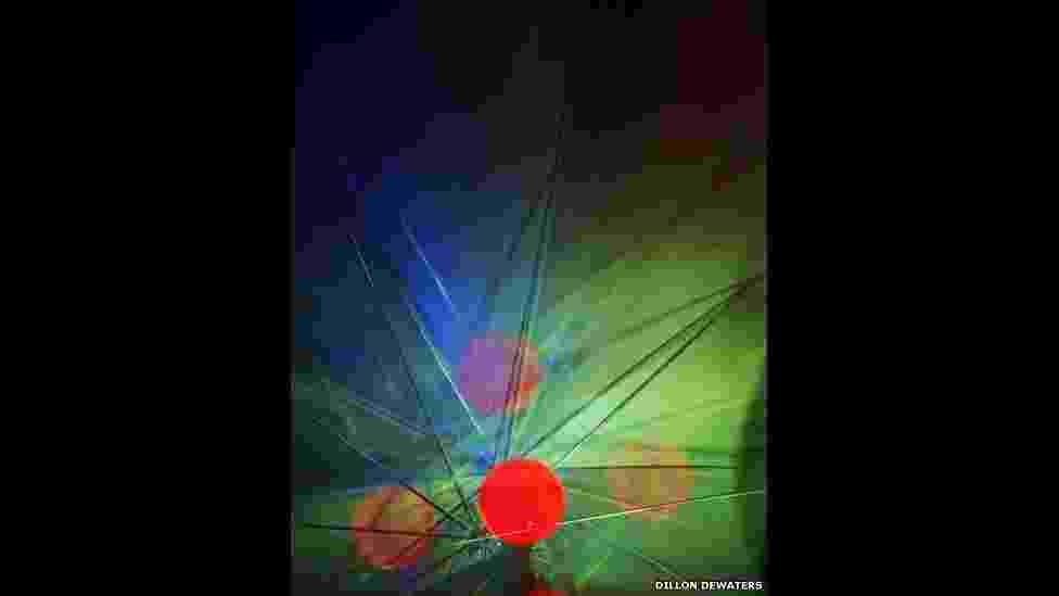 Oito artistas contemporâneos participam da mostra Lightplay, na Gallery 21, em Moscou. Obras de Lorne Blythe, Dillon DeWaters, Pierre Le Hors e Erin O'Keefe são expostas ao lado de trabalhos de artistas locais. A exposição discute temas como percepção, ambiguidade, abstração e fica aberta até o dia 9 de dezembro de 2013 - DeWaters Dillon/Red Lights/Wild Signals/BBC