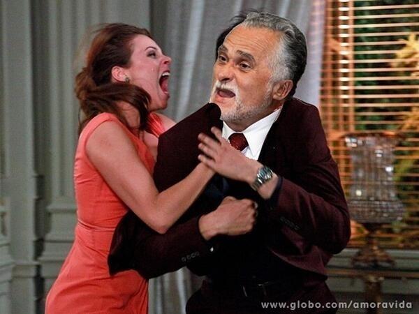"""Outro internauta colocou Paloma enforcando José Genoíno: """"Paloma combatendo os mensaleiros"""", diz a legenda"""