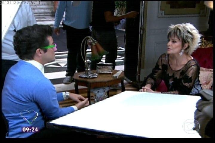 """20.nov.2013 - Marcelo Serrado e Ana Maria Braga em cena do filme """"Crô"""""""