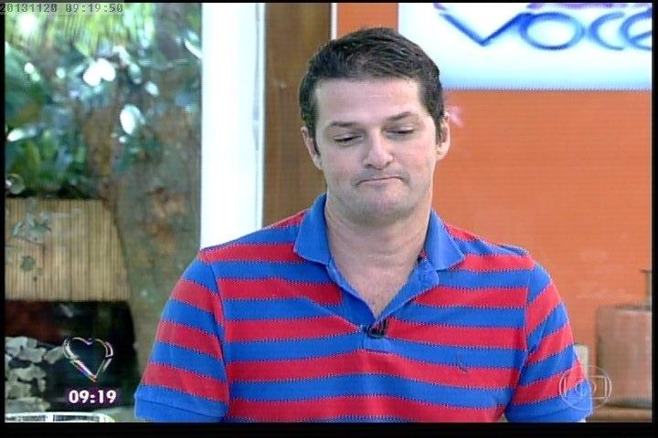 """20.nov.2013 - Marcelo Serrado toma o café da manhã no """"Mais Você"""" com Ana Maria Braga"""