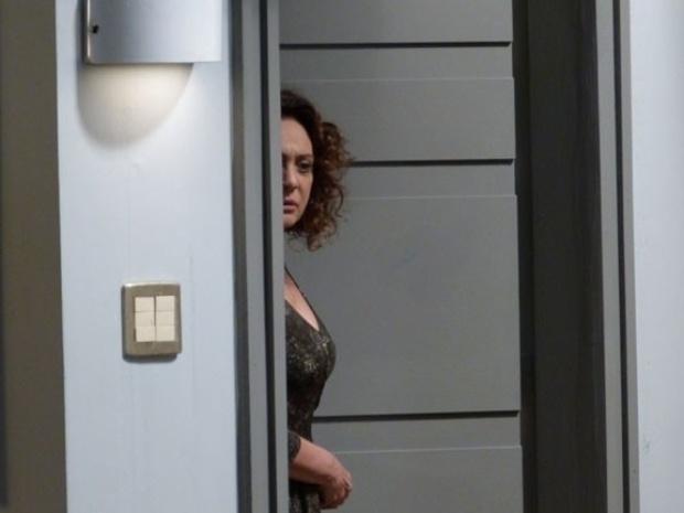 """Em """"Amor à Vida"""", Ordália escuta Pilar contar que Félix jogou Paulinha no lixo"""