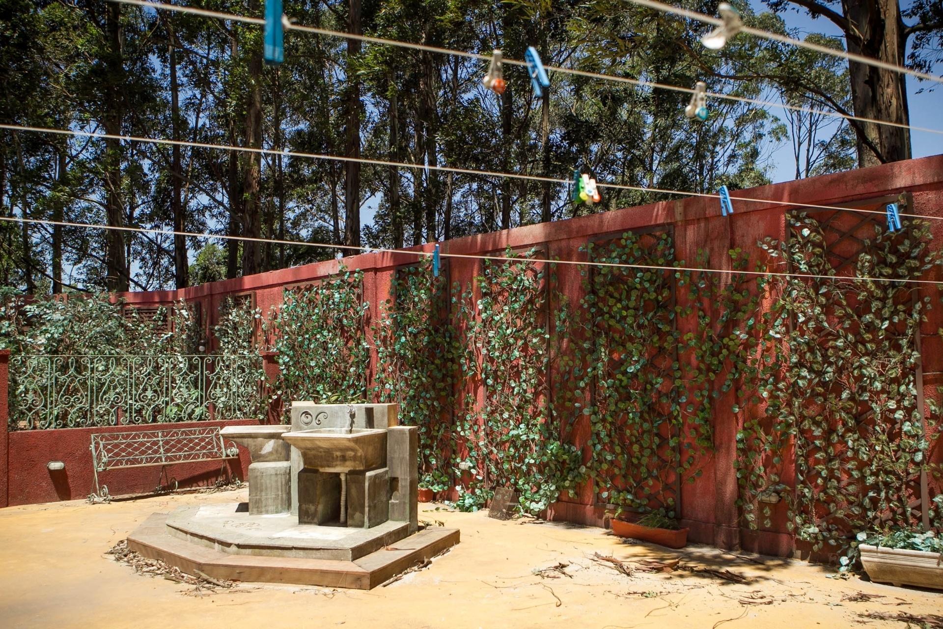 14.nov.2013 - Área externa do orfanato Raio de Luz, onde fica o playground