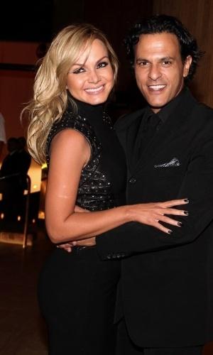 21.nov.2013 - Eliana posa com o marido, João Marcelo Bôscoli, durante as comemorações de seu aniversário, no bar do Hotel Fasano,