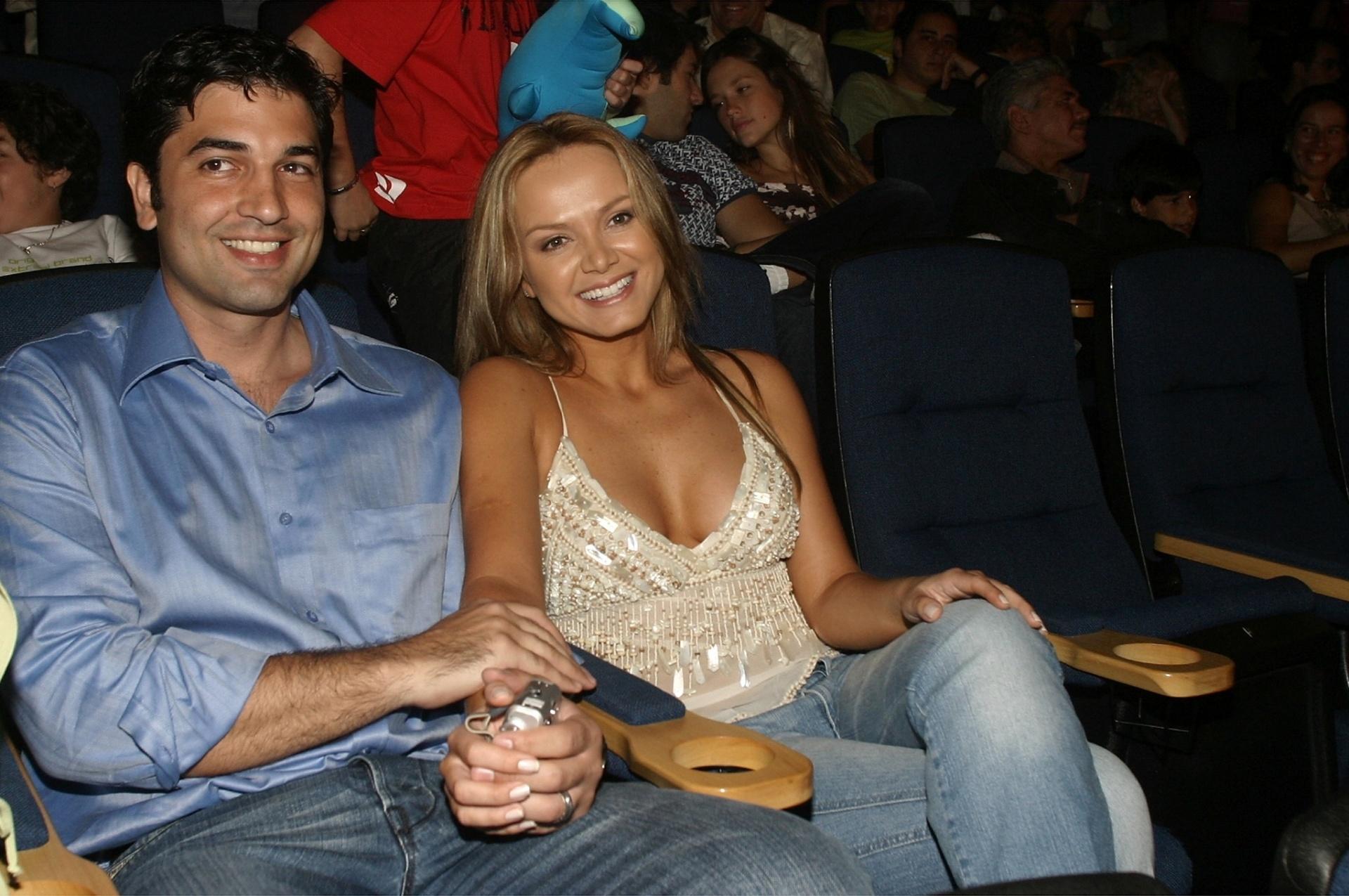8.jan.2005 - Eliana e Edu Guedes comparecem à pré-estreia do filme