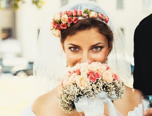 Coroa de flores para noiva é recomendada para casamentos durante o dia