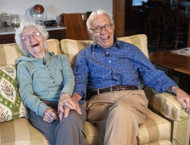 Ann Betar, 98 anos, e o marido, John Betar, 102, estão prestes a comemorar 81 anos de casamento - Michelle McLoughlin/Reuters