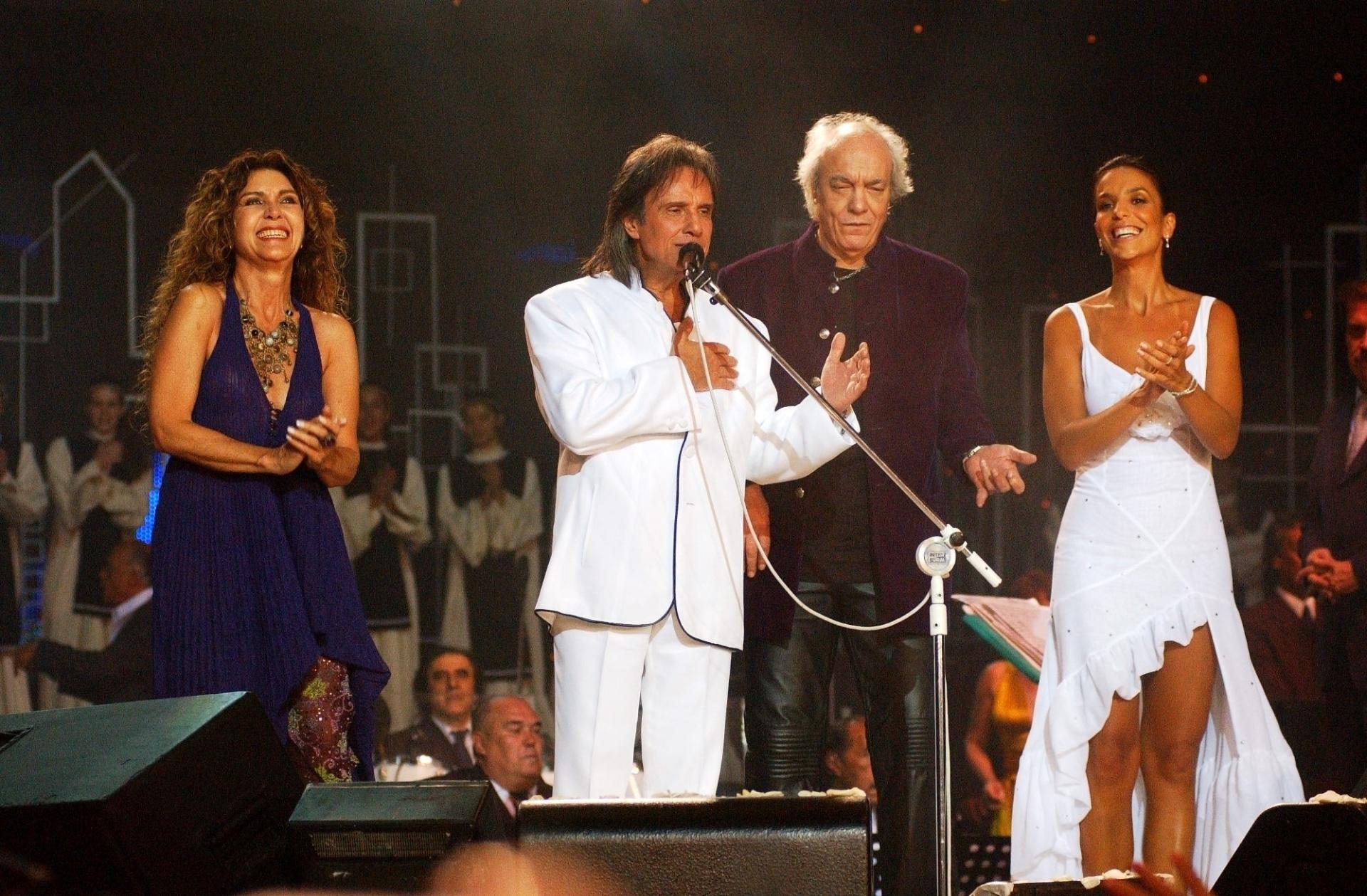 Ao lado de Wanderléia, Erasmo Carlos e Ivete Sangalo, Roberto Carlos grava o especial de 2004