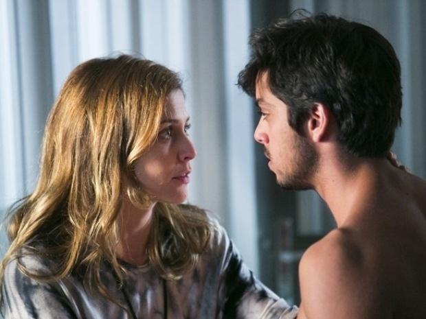 """Em """"Além do Horizonte"""", Marlon beija Paulinha, mas ela o dispensa"""