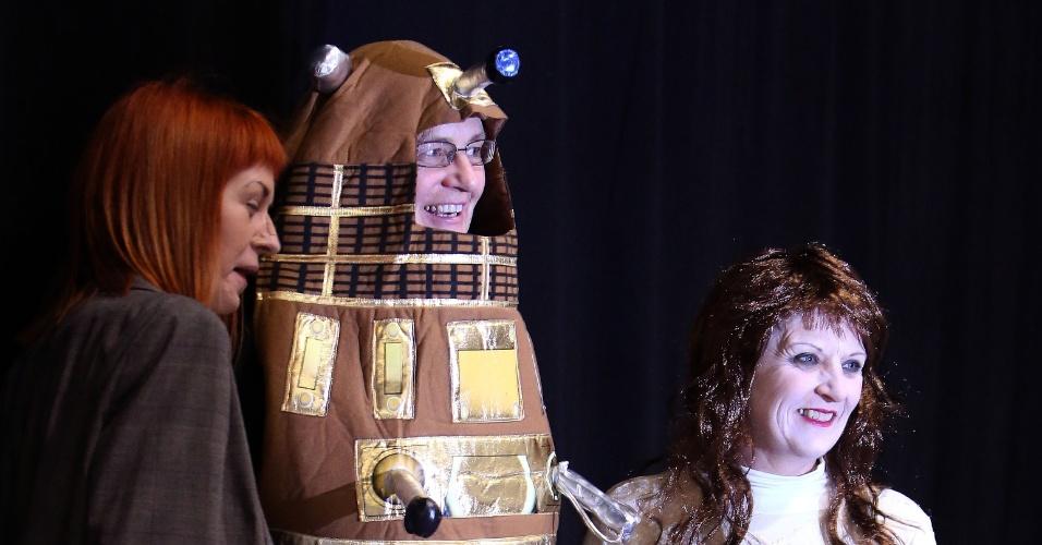"""22.nov.2013 - Fãs de """"Doctor Who"""" se reúnem no centro de Londres para comemorar os 50 anos da série"""