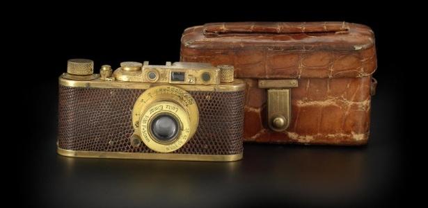Câmera Leica Luxus 2 de 1932 banhada em ouro e corpo envolto em couro de crocodilo - AFP