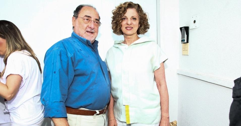 23.nov.2013 - Marta Dora Grostein, mãe de Luciano Huck, e o marido no aniversário da jornalista Ticiana Villas Boas no Jardim Europa, em São Paulo