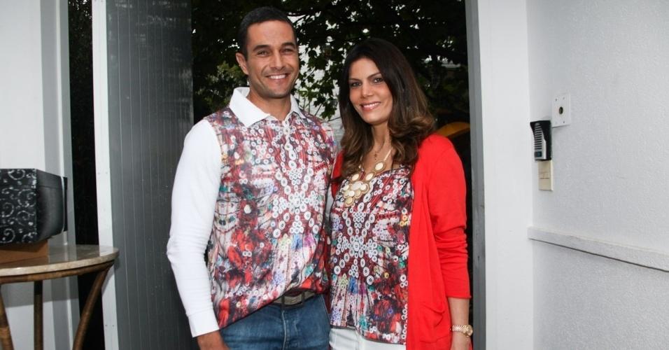 23.nov.2013 - O jornalista Fabrício Battaglini e a mulher, Carolina Thomeu, no aniversário da jornalista Ticiana Villas Boas no Jardim Europa, em São Paulo