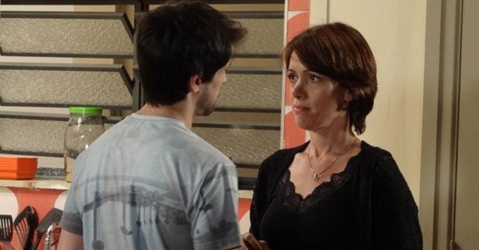 """Em """"Amor à Vida"""", Luciano leva um fora de Joana ao tentar se redimir"""