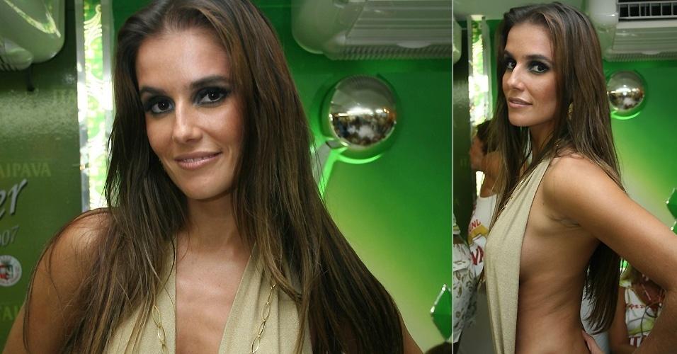 """20.fev.2007 - Deborah Secco no camarote da escola Grande Rio durante o Carnaval de 2007. No mesmo ano, a atriz faz uma participação especial em """"Paraíso Tropical"""", como a prostituta Betina"""