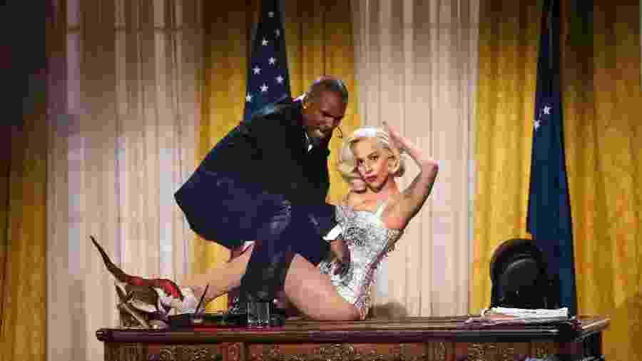 R. Kelly e Lady Gaga fizeram uma performance juntos no AMA 2013 - REUTERS/Lucy Nicholson