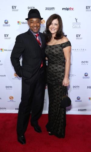 25.nov.2013 - Giancarlo Esposito e Joy McManigal na 41ª edição do Emmy Internacional que acontece em Nova York