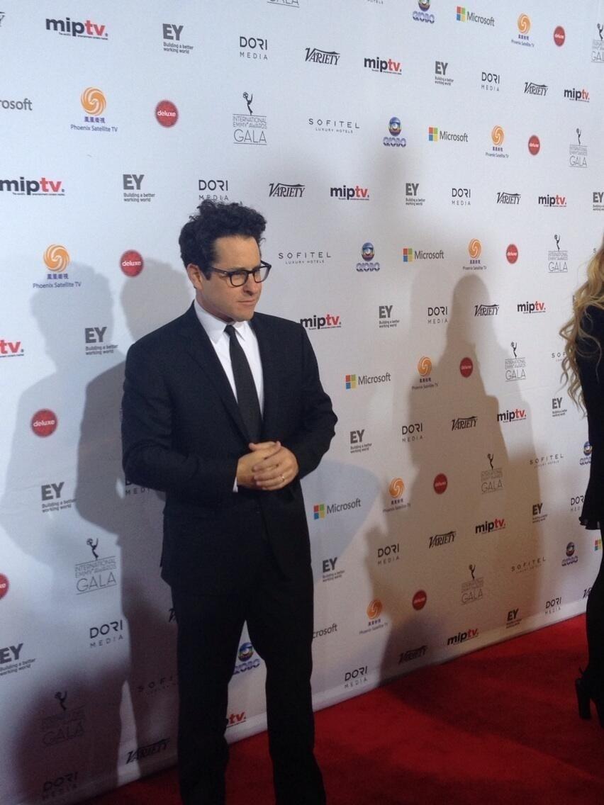 25.nov.2013 - J.J. Abrams prestigiou a 41ª edição do Emmy Internacional que acontece em Nova York