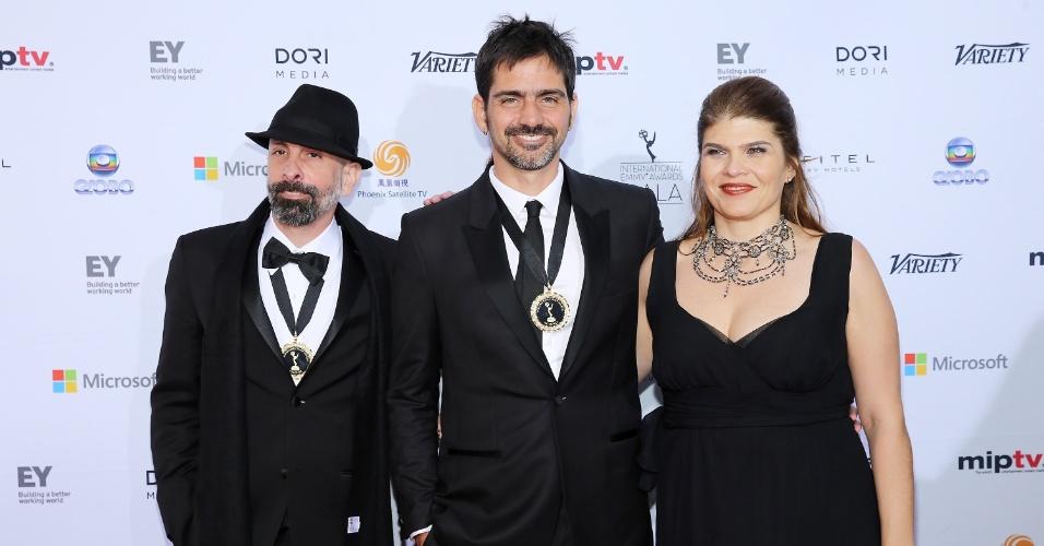 25.nov.2013 - João Ximenes Braga, Vinícius Coímbra e Claudia Lage na 41ª edição do Emmy Internacional que acontece em Nova York