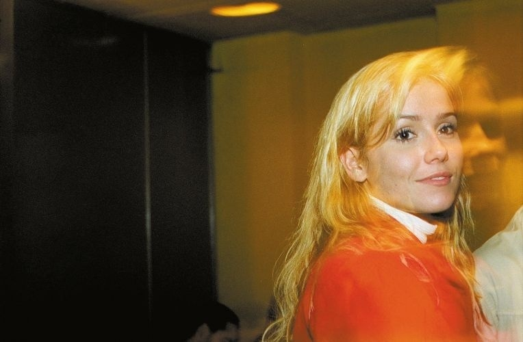 27.jul.2002 - Aos 22 anos, Deborah posa novamente para a Playboy em agosto de 2001. A atriz é a única a posar em duas edições de aniversário, que são consideradas capas especiais. No segundo ensaio, a atriz surge com silicone nos seios