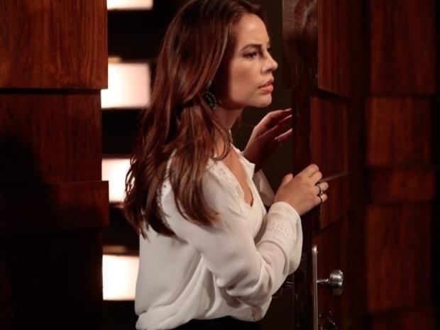 """Em """"Amor à Vida"""", Paloma flagra Bruno sem camisa na casa de Aline"""